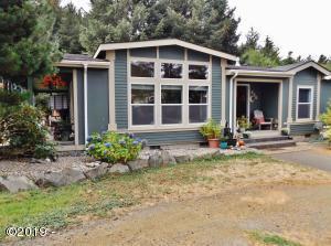286 NE Evergreen Ln, Yachats, OR 97498 - House from Yard