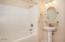 4585 NE Union Loop, Lincoln City, OR 97367 - Upstairs Bathroom (1280x850)