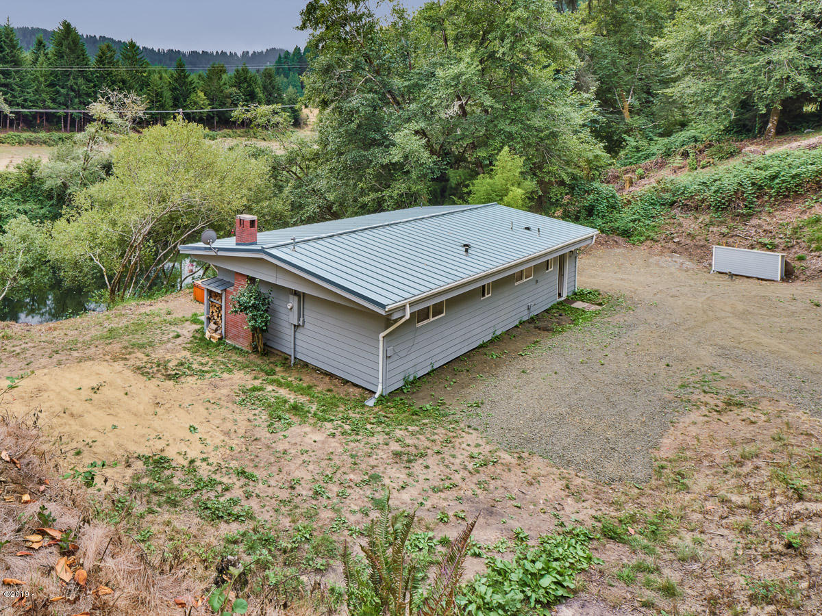 163 E Blueback Ln, Tidewater, OR 97390