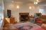 707 NE 7th St, Newport, OR 97365 - Living room