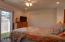 707 NE 7th St, Newport, OR 97365 - Master bedroom