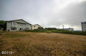 568 SW 5th St, Newport, OR 97365