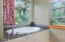 2191 NE 64th Dr, Lincoln City, OR 97367 - master bath