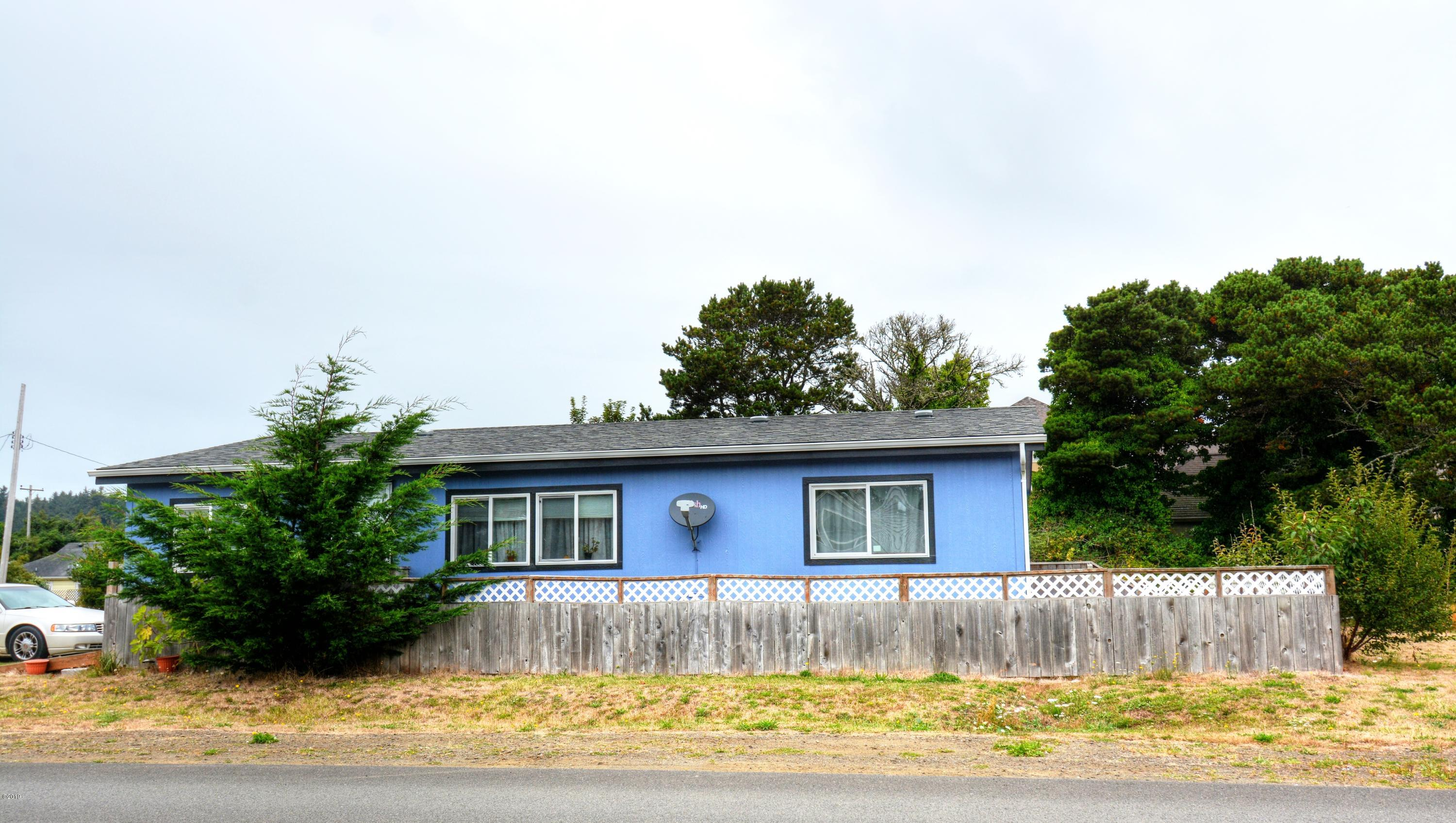 825 NE Broadway, Waldport, OR 97394 - Front