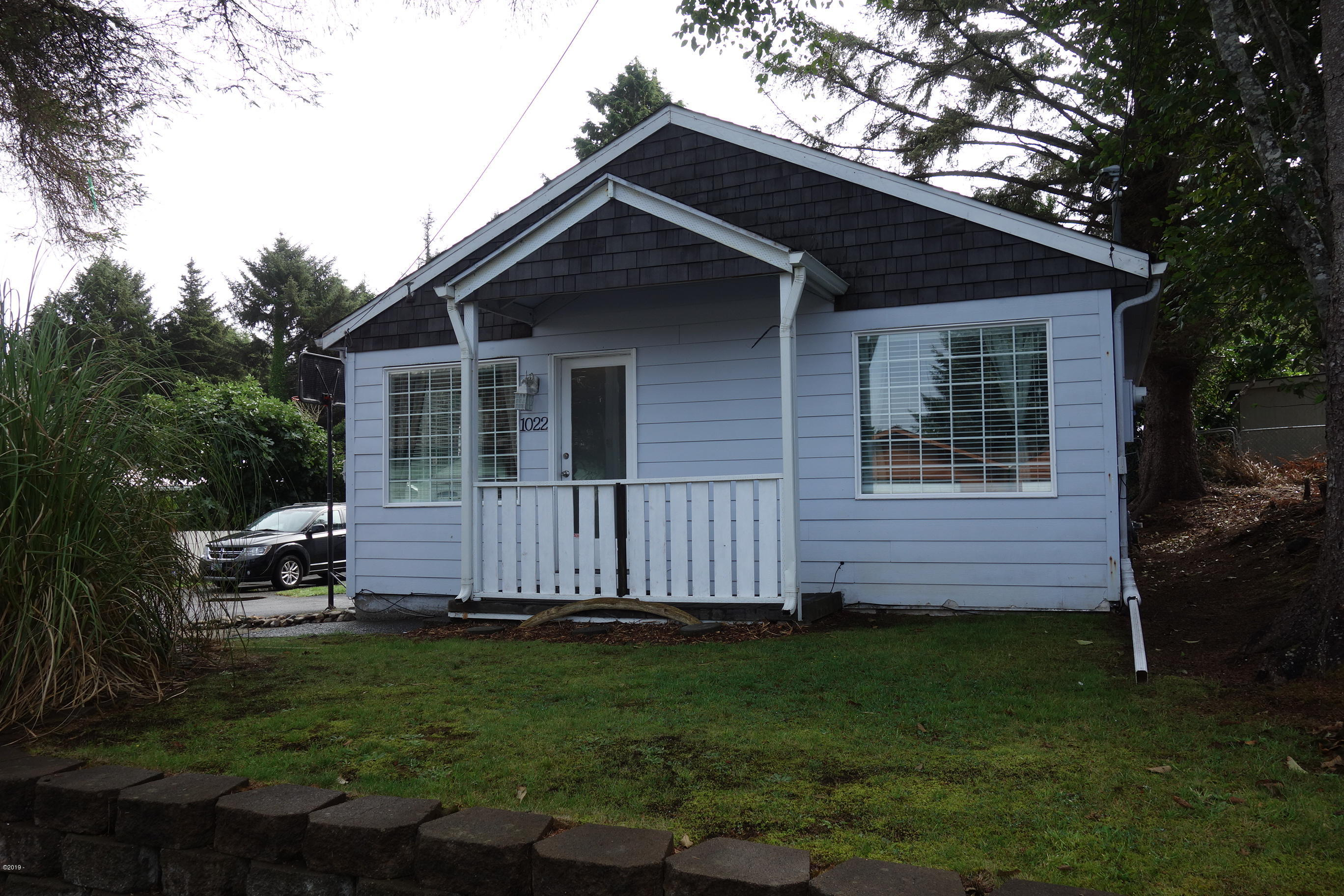 1022 SW 16th St, Lincoln City, OR 97367 - Front