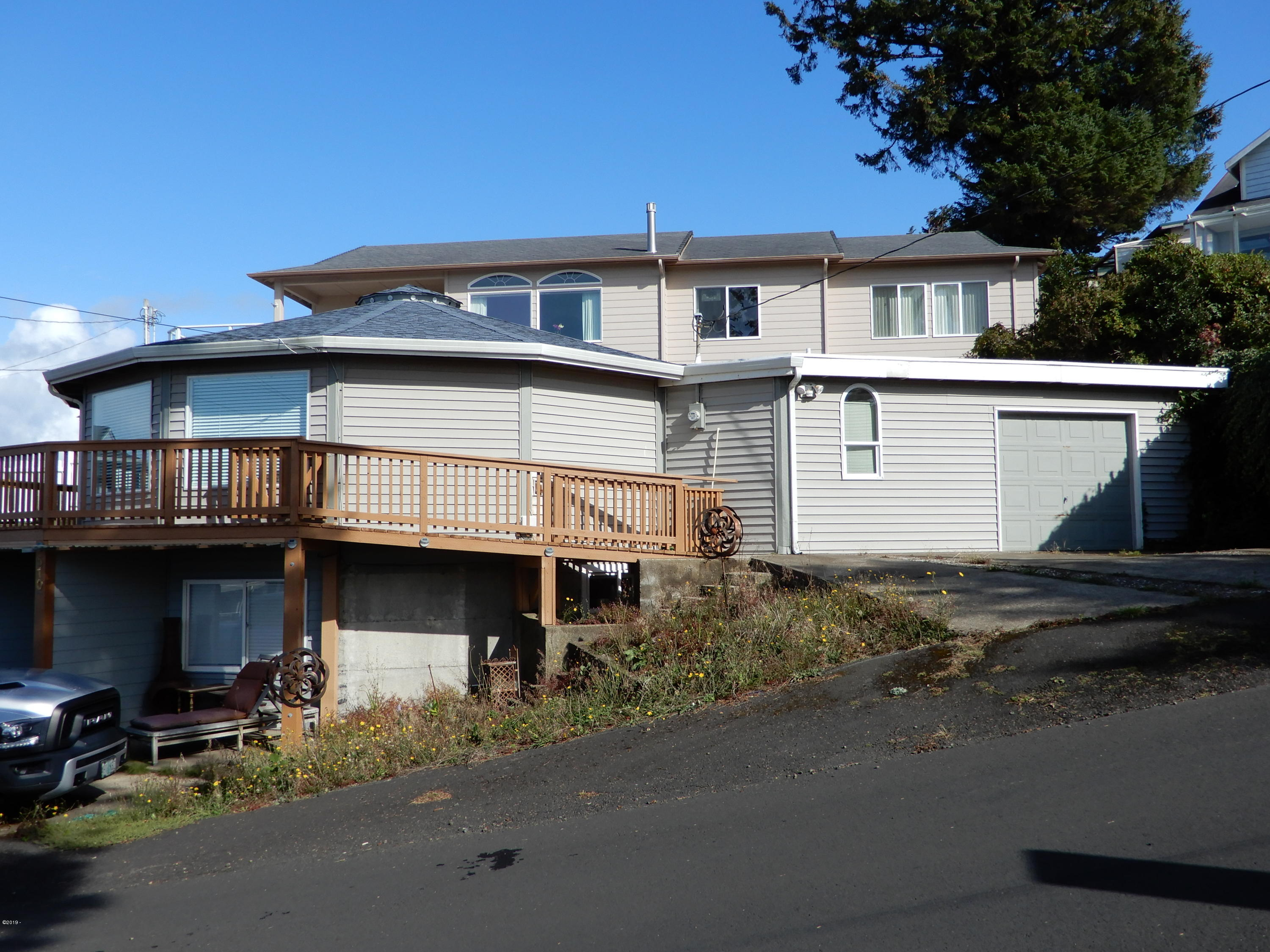 510 SW Coast Ave, A & B, Depoe Bay, OR 97341 - Front view