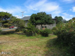 606 NW Coast St, Newport, OR 97365 - Lot from street