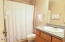 701 NW Coast St, 211, Newport, OR 97365 - Bathroom