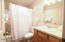 701 NW Coast St, 309, Newport, OR 97365 - Bathroom