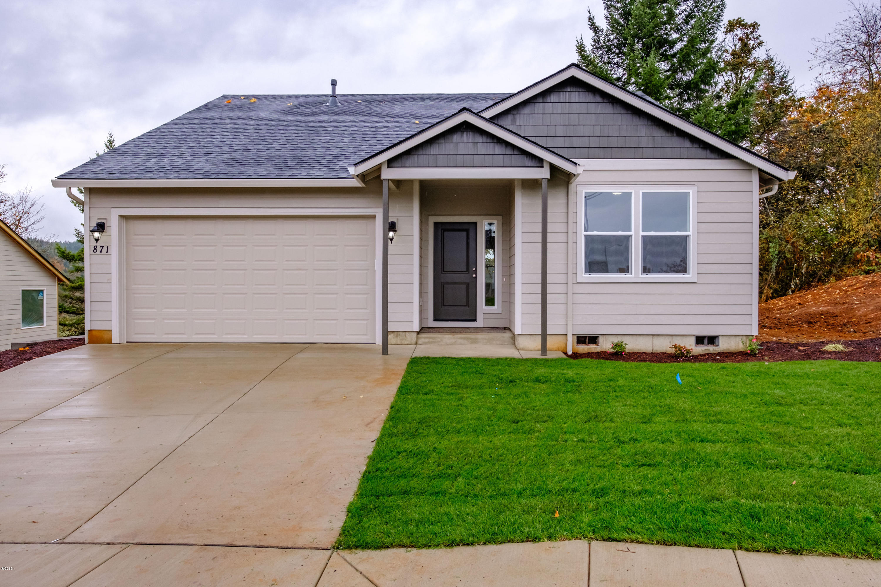 415 6th, Willamina, OR 97396