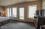 701 NW Coast St, 111, Newport, OR 97365 - Large Windows