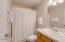 701 NW Coast St, 209, Newport, OR 97365 - Bathroom