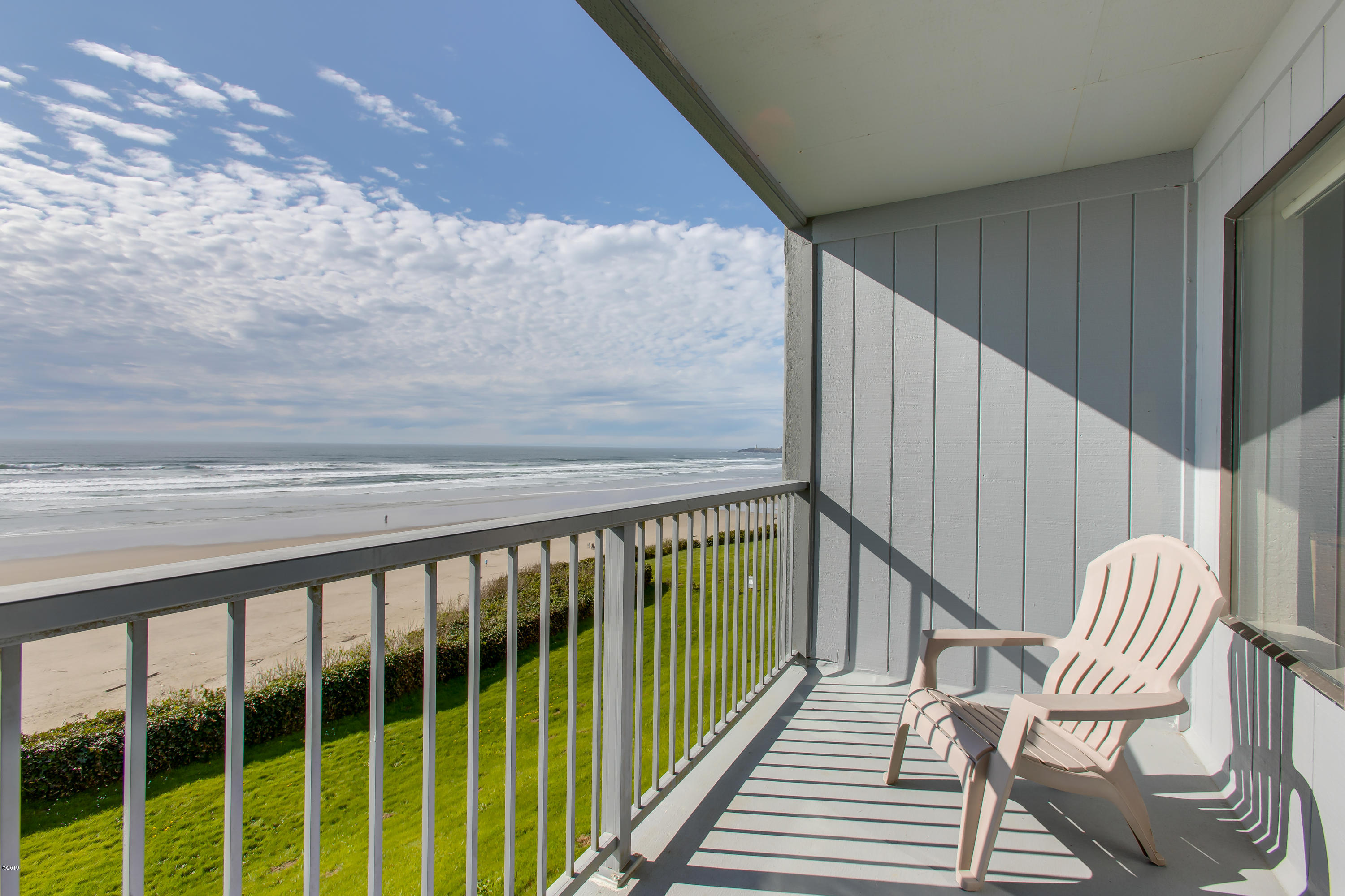 701 NW Coast St, 209, Newport, OR 97365 - Deck