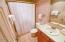 701 NW Coast St, 111, Newport, OR 97365 - Bathroom