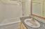 2031 NE Oar Ave, Lincoln City, OR 97367 - Guest Suite - Full Bath