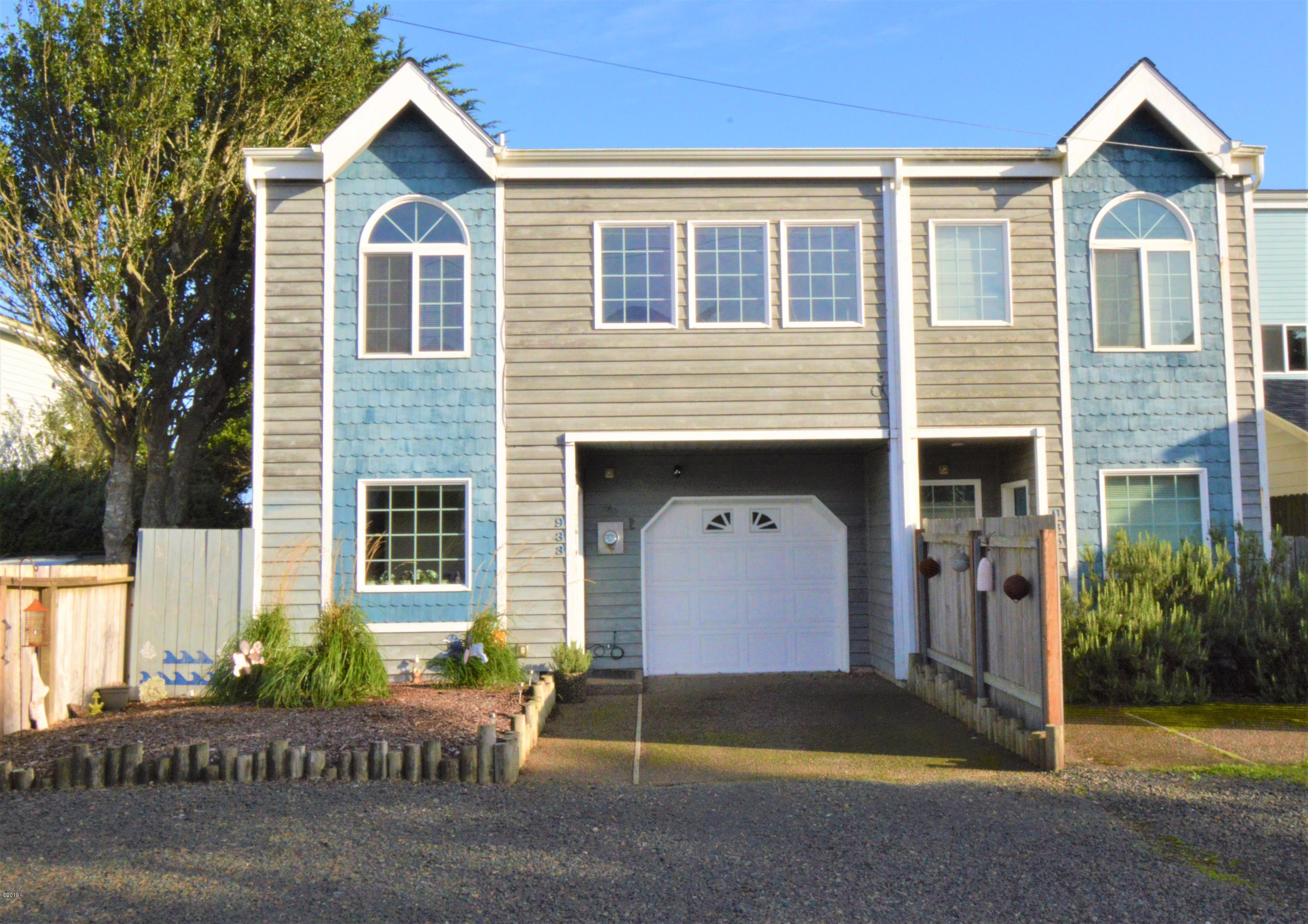 933 SW 12th St, Newport, OR 97365 - Front
