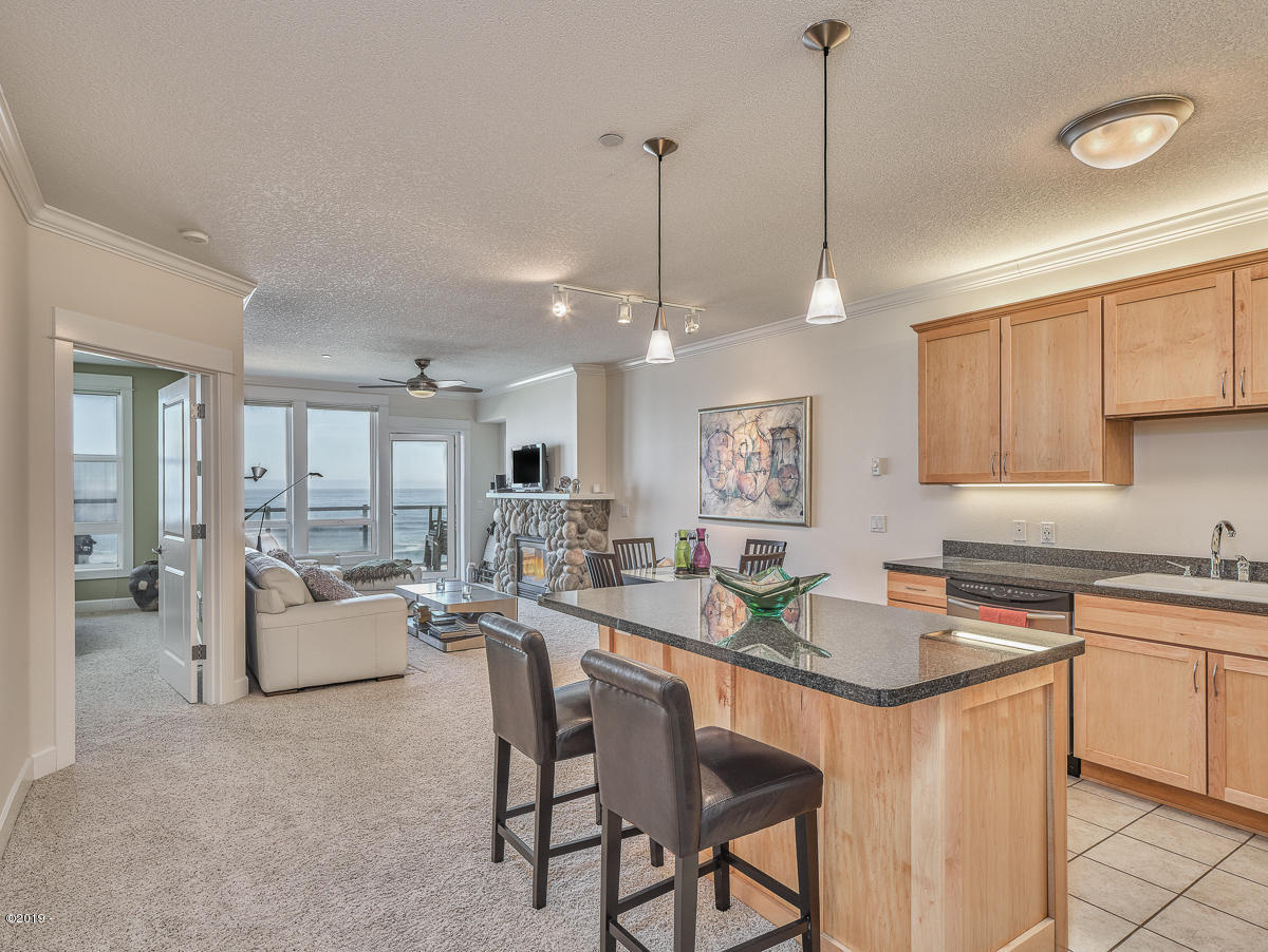1723 NW Harbor Ave, #20, Lincoln City, OR 97367 - Great Room Living