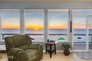 866 SW 8th St, Lincoln City, OR 97367 - Oceanfront Beauty