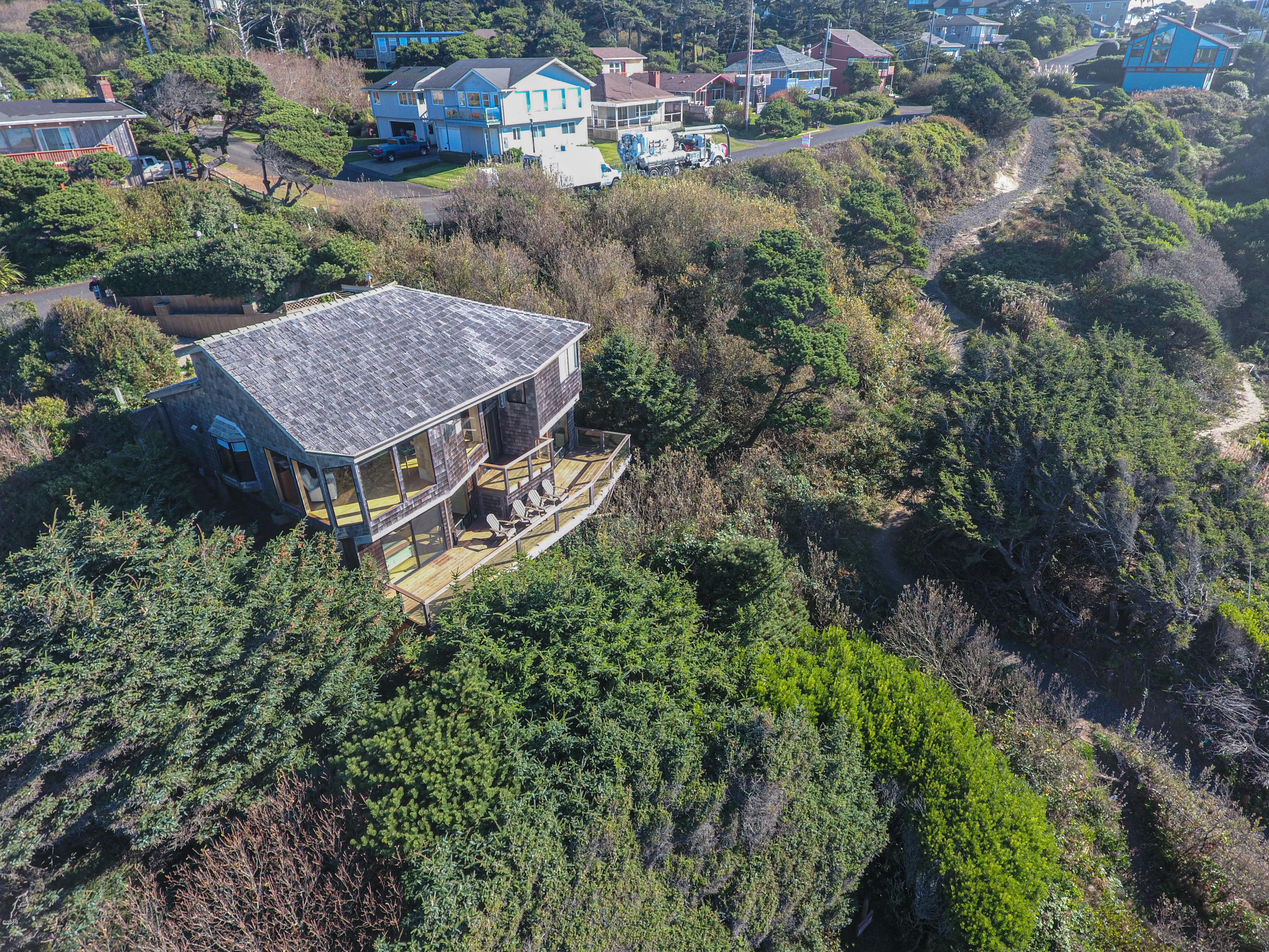 1409 NW Spring St, Newport, OR 97365 - Area view.