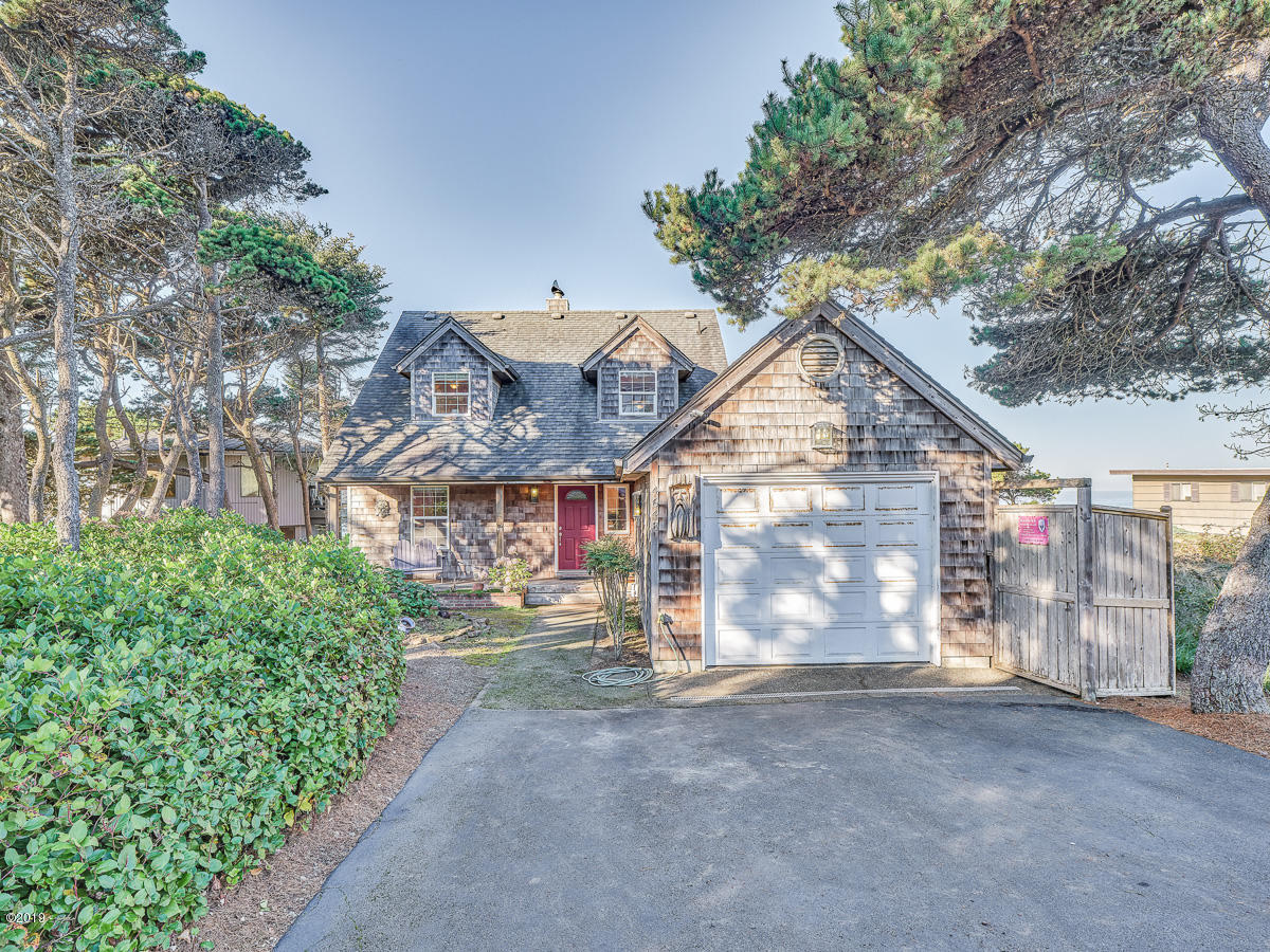4643 SW Beach Ave, Lincoln City, OR 97367 - Exterior
