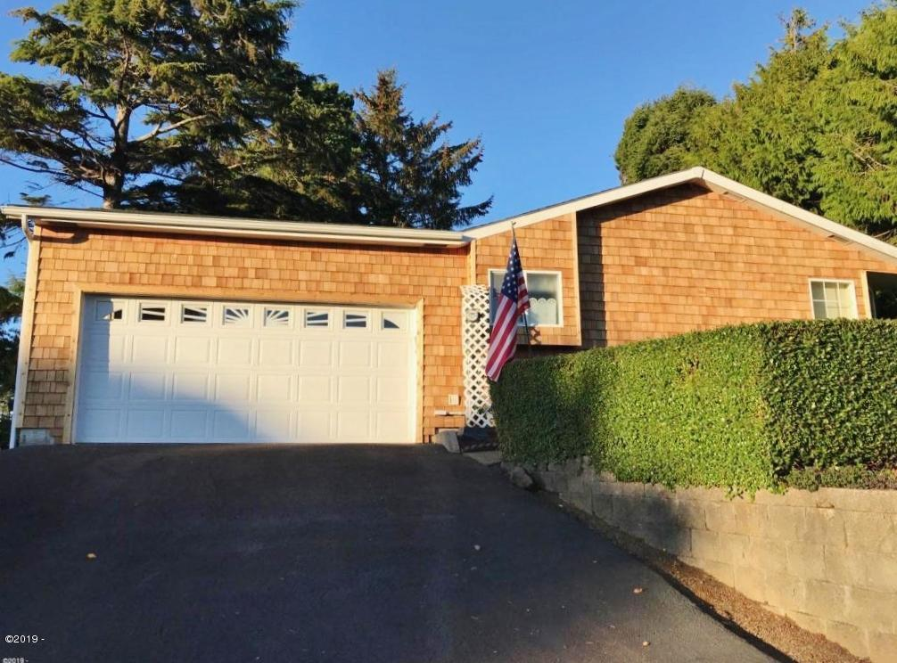 135 NW Lancer Street, Lincoln City, OR 97367 - Front