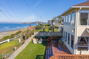 940 NW Coast St, Newport, OR 97365 - Ocean front views
