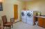 940 NW Coast St, Newport, OR 97365 - bathroom image 2