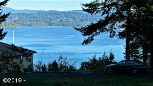 744 NW Highland Dr, Waldport, OR 97394 - Bay View!