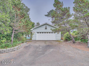 5760 Hacienda Ave, Lincoln City, OR 97367 - Front of Home
