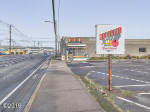 316 SE Hwy 101, Lincoln City, OR 97367 - Front of Building
