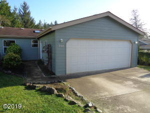 744 SE Winchell Dr, Depoe Bay, OR 97341