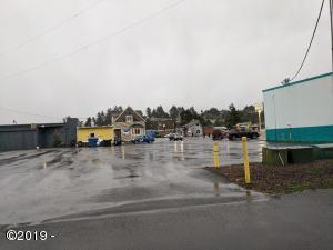 105 NW Maple St, Waldport, OR 97349 - Paved lot