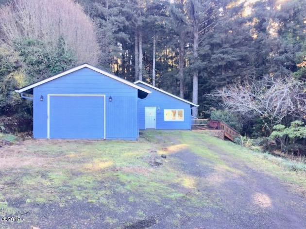 3038 NE East Line Rd, Yachats, OR 97498 - Front