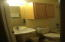 939 N Hwy 101, 327, Depoe Bay, OR 97341 - Guest Bath