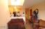 1000 SE Bay Blvd, J-2 427, Newport, OR 97365 - 427 Living room to kitchen