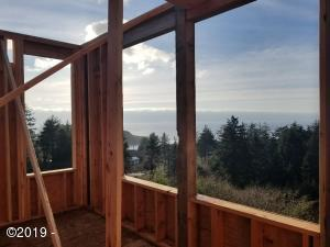 735 Lillian Ln, Depoe Bay, OR 97341
