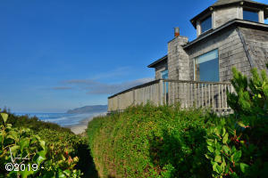 865 SW 6th St, Lincoln City, OR 97367