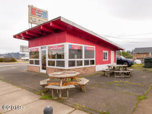 285 NW Hwy 101, Waldport, OR 97394 - Vickie's Big Wheel