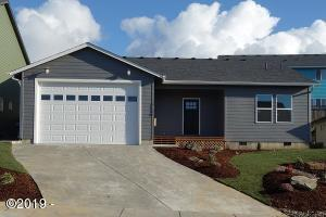 7130 NE Avery St, Newport, OR 97365 - Front