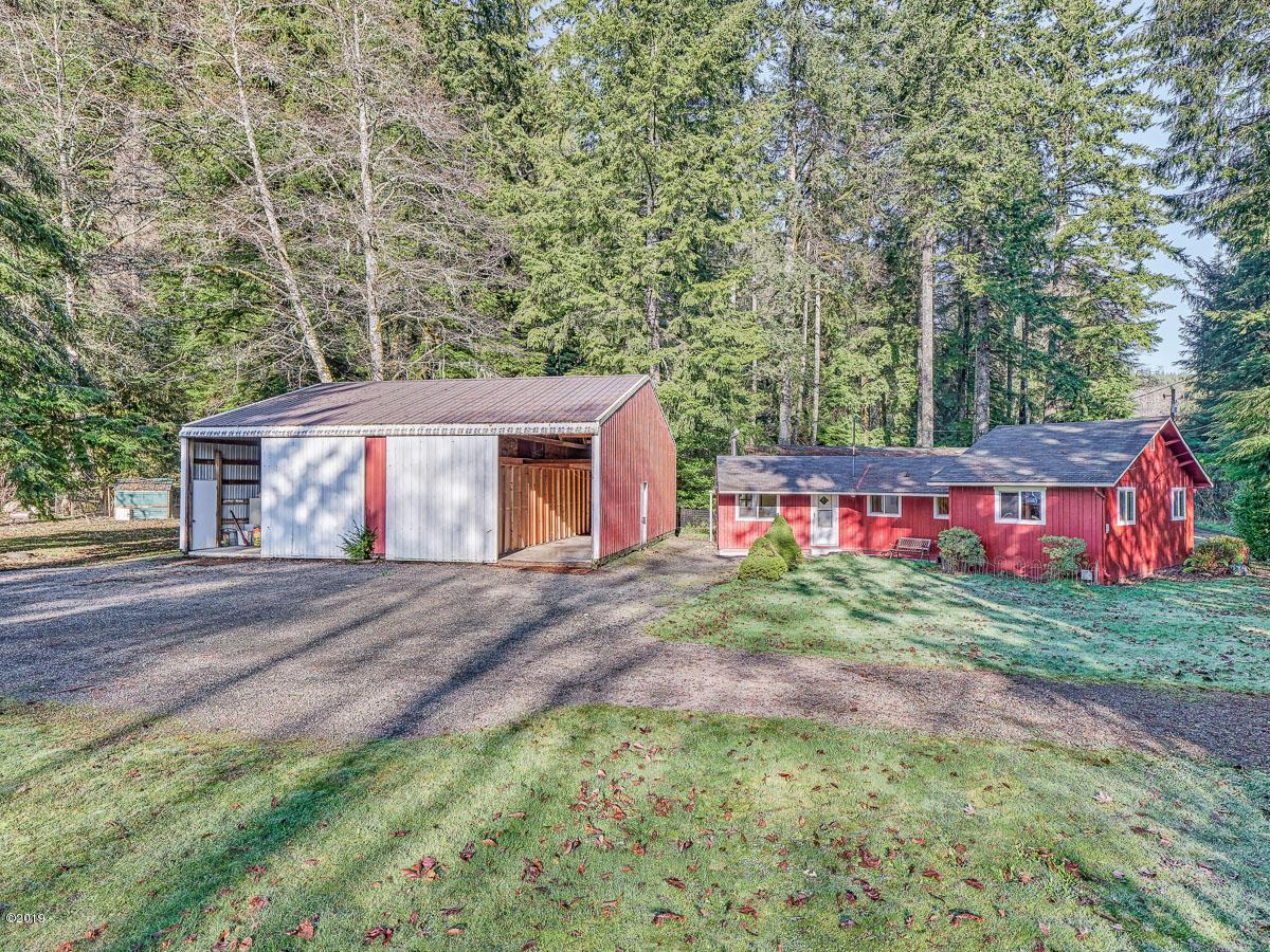 1615 N Bear Creek Rd, Otis, OR 97368