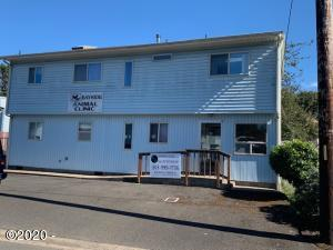 135 SW Strawberry Ln, Waldport, OR 97394 - 2
