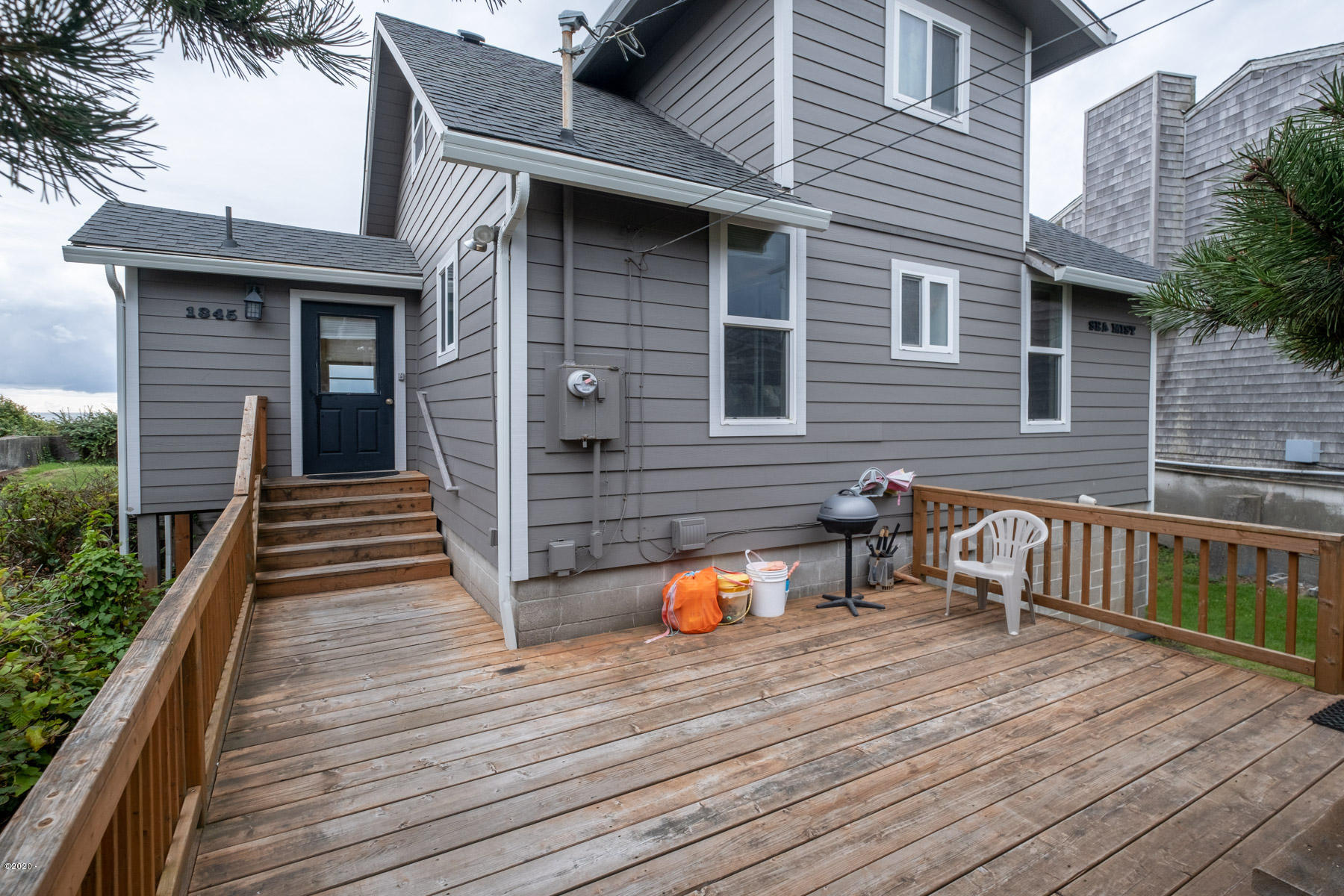 1345 NW Harbor Ave, Lincoln City, OR 97367