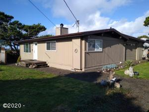 1722 NW Abbey Ct, Waldport, OR 97394 - Front Exterior