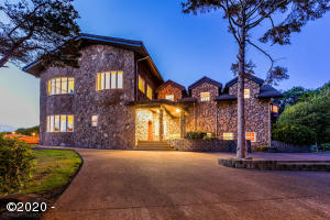 7907 US-101, Yachats, OR 97498 - Castle By The Sea
