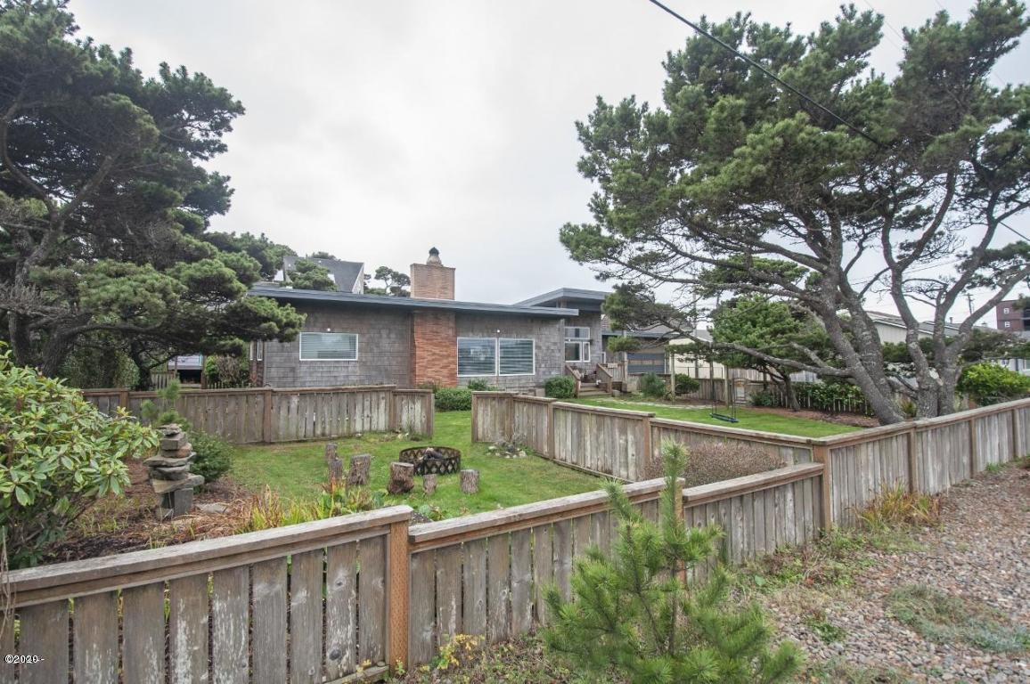 1510 NW 28th St, Lincoln City, OR 97367