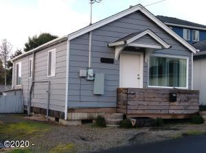 1621 NW Jetty Ave, Lincoln City, OR 97367 - Furnished beach cabin