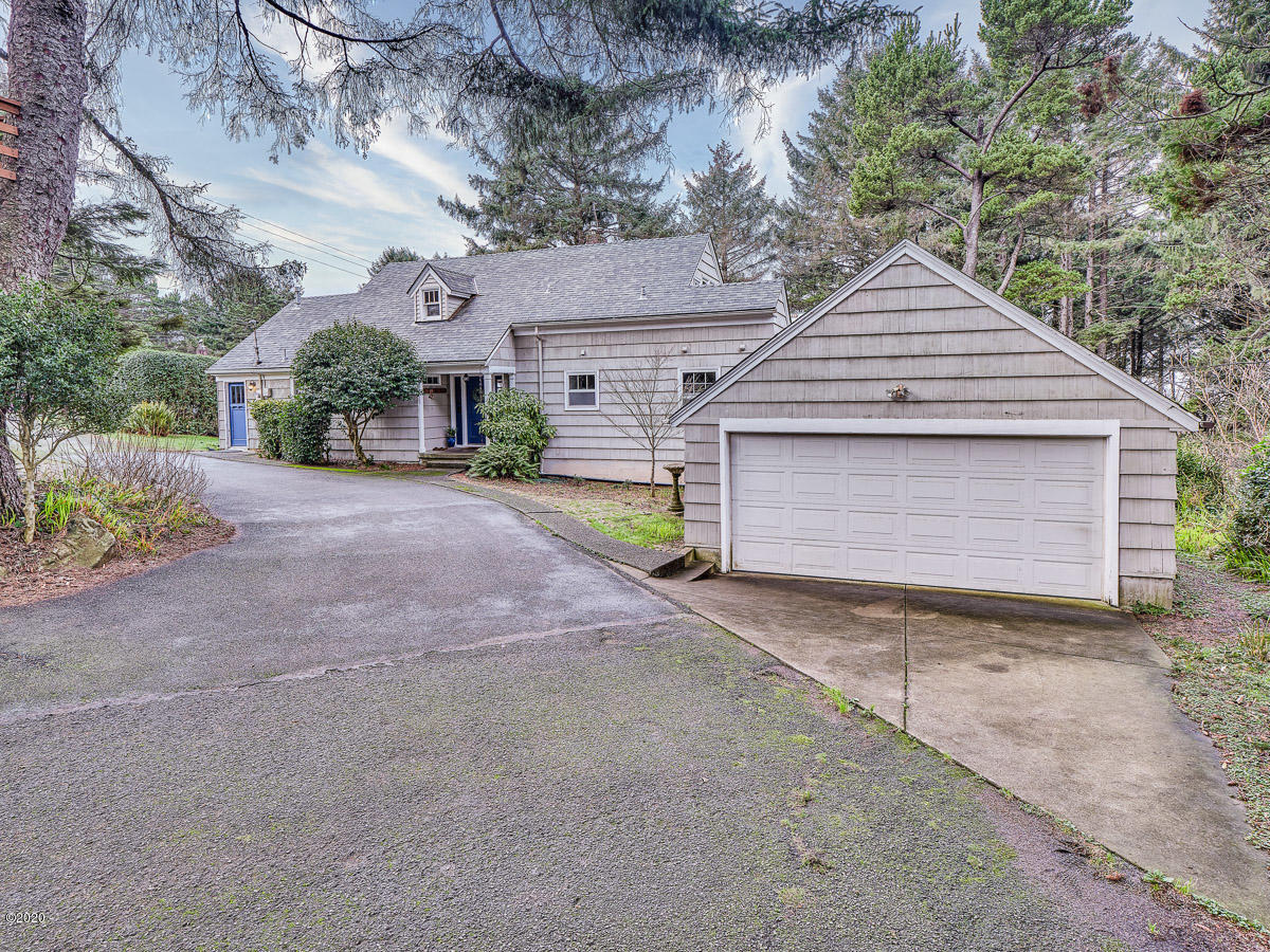 1841 NW 39th St, Lincoln City, OR 97367 - Front of Home