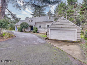 1841 NW 39th St, Lincoln City, OR 97367