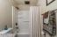 1442 NW Nye St, Newport, OR 97365 - Full Bath