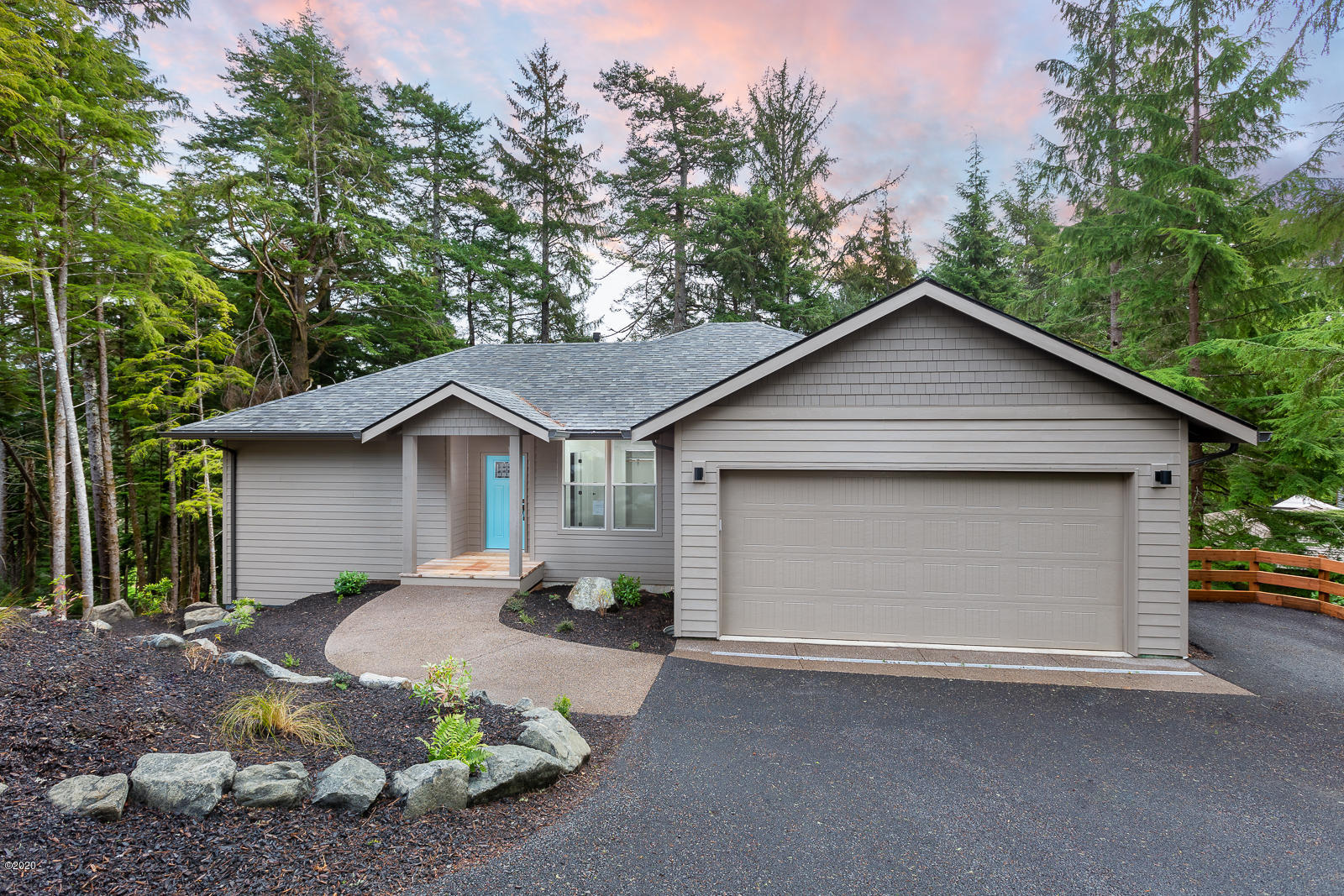 15 Big Tree Rd, Gleneden Beach, OR 97388